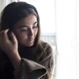 19-årige Sofie har fået optaget og videredelt en sexvideo uden sin viden og samtykke. Nu har hendes krænker betalt hende 100.000 kr. i erstatning.