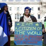 Mange europæere i Storbritannien har efter Brexit-beslutningen demonstreret i protest mod usikkerheden over deres fremtidige forhold, men spørgsmålet synes i stigende grad at være, om EU-borgere har lyst til at være i Storbritannien efter Brexit. Foto: Andy Rain/EPA