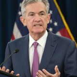 Jerome Powell, chefen for den amerikanske centralbank, Federal Reserve, forklarer baggrunden for, at han har valgt at hæve den amerikanske rente for anden gang i år på et pressemøde i Washington 13. juni 2018. Foto: ANDREW CABALLERO-REYNOLDS / AFP PHOTO