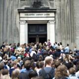 Køen ved immatrikulationsfesten på Københavns Universitet sidste efterår var lang. Organisationen Etnisk Ung peger nu på, at en del af de unge med udenlandsk baggrund oplever pres fra familien i forbindelse med deres studievalg.