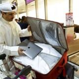 Rejsende fra Mellemøsten har udtrykt stor frustration over de amerikanske og britiske regeringers beslutning om at indføre forbud mod bærbare computere på fly til USA og Storbritannien. Nu skriver CNN, at forbuddet skyldes nye efterretninger om, at terrorister kan skjule eksplosiver for lufthavnenes sikkerhedsscannere.