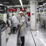 Foxconn producerer elektronik for en lang række af de internationalt kendte mærker på fabrikker i Kina men er nu igen kommet i søgelyset for elendige arbejdsforhold - her dog en anden fabrik end den kritiserede. Arkivfoto: Aleksandar Plavevski, EPA/Scanpix