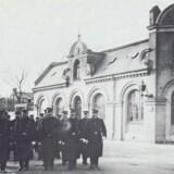 Frederiksberg Politi foran stationen på hjørnet af Pile Allé og Runddelen, ca. 1910. Fra: Henning Bro og Helga Mohr: »Frederiksberg Kommune 1858-2008. »
