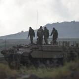 Stemningen er højspændt på grænsen mellem Israel og Syrien efter, Syrien beskyldte Israel for at stå bag missilangreb på luftbasen T4 i Homs i det centrale Syrien 9. april. 14 personer blev ræbt, herunder flere iranere. Foto: EPA/ATEF SAFADI