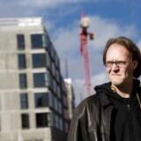 Franz Dam på 37 har boet på Nørrebro i otte år. Han bor lige overfor det kommende 100 meter høje højhus Uptown Nørrebro. Udover at have mistet udsigten fra sin lejlighed, har beboerne i egendommen oplevet gener fra byggeriet.