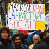 Ansatte i den offentlige sektor i Frankrig demonstrerer mod Emmanuel Macrons reformplaner.