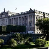 Medarbejdere i Sverigedemokraterna er blevet fyret efter afsløringer af en mystisk ejendomshandel, kontakter til højreekstreme grupper og spredning af »russisk propaganda«. Den ene udpeges af eksperter som en sikkerhedsrisiko for det svenske parlament, Riksdagen, der ses her på billedet.