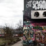 1.marts 2017 var det ti år siden, at de unge blev smidt ud af Ungdomshuset på Jagtvej 69 på Nørrebro i København. I dag er grunden tom.