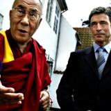 Dalai Lama, Tibets landflygtige åndelige overhoved, og statsminister Anders Fogh Rasmussen efter deres frokostmøde på Marienborg fredag 6. juni 2003.