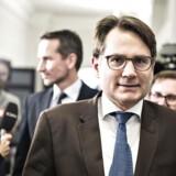 Erhvervsminister Brian Mikkelsen vil diskutere nye og hårdere sanktioner mod bankerne, efter Berlingskes afsløring om hvidvask gennem Nordea og Danske Bank.