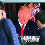 """RB PLUS: 09-08-2017, kl. 08.15 Trump truer Nordkorea med bål og brand Hvis Nordkorea fortsætter med at true USA, vil landet blive mødt med """"bål og brand"""", siger Trump. Kort efter truede koreanerne med angreb på amerikansk base. People walk past a television screen showing US President Donald Trump at a railway station in Seoul on August 9, 2017. President Donald Trump issued an apocalyptic warning to North Korea on Tuesday, saying it faces """"fire and fury"""" over its missile program, after US media reported Pyongyang has successfully miniaturized a nuclear warhead. / AFP PHOTO / JUNG Yeon-Je"""