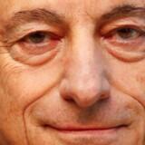 ECB-formand Mario Draghi har udskudt den store beslutning om nedtrapning af det historiske støtteprogram med opkøb af obligationer til ECB-mødet i oktober. Alt tyder på en langsomt nedtrapning, og at renterne dermed vil forblive historisk lave lang tid endnu. REUTERS/Kai Pfaffenbach
