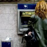 Omkring 30 gange om ugen betaler Bjarke Arlø, partner i plastvirksomheden Scandinavian Packaging, et gebyr på 20 kr. til sin bank.