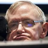 Stephen Hawking led af en en lammende nervesygdom og kommunikerede i flere årtier ved hjælp af en avanceret talecomputer, som han styrede med små sammentrækninger i kinden.
