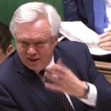 Den britiske Brexit-minister, David Davis, lover, at briterne i en overgangsfase fuldt ud vil følge EUs regler, og også når det gælder Brexit-debattens særligt ømtålelige emner som fri bevægelighed, EU-domstolen og indbetalinger til EUs budget. Foto; AFP