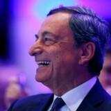 »Lønningerne og inflationen stiger i takt med, at økonomien bliver bedre. Vi er helt sikre på, at vi når ECBs inflationsmål,« siger centralbankchef Mario Draghi.