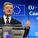 Ukraines præsident Petro Porosjenko var til topmøde med EU-lederne i november, hvor han gjorde det klart, at Ukraine stadig vil gå den europæiske vej. / AFP PHOTO / EMMANUEL DUNAND