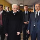 Arkivfoto. Italiens præsident beder Matteo Renzi udskyde sit endelige farvel som premierminister nogle dage.