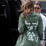 USAs førstedame, Melania Trump, iført en jakke med påskriften »I really don't care. Do U?« har vakt opstandelse og diskussion.