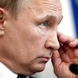 Rusland udviser 755 amerikanske diplomater, oplyser den russiske præsident, Vladimir Putin, ifølge Tass. Det sker, efter at USA har vedtaget nye sanktioner.