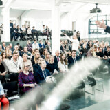 Peter Suppli Benson, Berlingske Business' erhvervsredaktør, er ordstyrer denne eftermiddag, hvor årets Talent100 fejres på CBS. »I dag handler om at fejre jer. I har bevist, at nogle ser et lys i jer,« siger han.