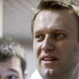 Den russiske aktivist og blogger Aleksej Navalnij kan ikke stille op ved det russiske præsidentvalg, efter at en domstol har fundet ham skyldig i en sag om påstået svindel, skriver det russiske nyhedsbureau Tass.