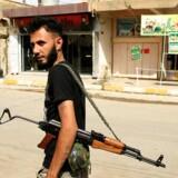 En soldat fra de Iran støttede shiamilitser går i den irakiske by Tuz Khurmatu. Ifølge det kurdiske medie Rudaw blev op til 400 civile myrdet af shiamilitserne i Tuz Khurmatu og andre byer i området, da shiamilitserne igangsatte en offensiv for at drive de kurdiske Peshmergastyrker ud. REUTERS/Thaier Al-Sudani