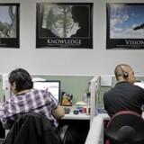 IT-arbejdspladser sendes i en lind strøm ud af landet. Men hvad er prisen for samfundet? Foto: Erik De Castro/Reuters