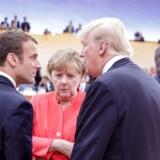 Tysklands kansler, Angela Merkel, og Frankrigs præsident, Emmanuel Macron, i samtale med USAs præsident, Donald Trump, under weekendens vanskelige G20-møde. Parterne var især uenige om bekæmpelse af klimaforandringer og værdien af globale handelsaftaler. / AFP PHOTO / POOL / Kay Nietfeld