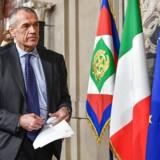 Økonomen Carlo Cottarelli har fået til opgave at danne ny regering i Italien.