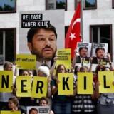 Menneskerettighedsorganisation siger, at Taner Kilic skulle være løsladt. Men tyrkisk domstol omstøder sin egen dom.