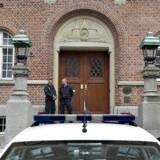Retten sender syrienkriger bag tremmer (Foto: Henning Bagger/Scanpix 2012)