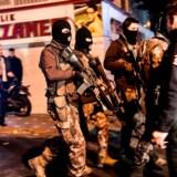 Tyrkiet optrapper antiterrorkrig efter nye bombeanslag To bomber ved fodboldstadion i Istanbul dræbte 38 og sårede over 150. Politiske ledere sværger hævn. I dag har tyrkisk politi anholdt 400 personer med tilknytning til Islamisk Stat.