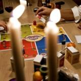 Stearinlys, brætspil, rødvin og hygge.