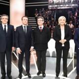 Mandag aften løb den første TV-debat af stablen med de fem kandidater, der i øjeblikket bejler til den franske præsidentpost. Fra venstre ses den konservative Francois Fillon, den uafhængige Emmanuel Macron, venstrefløjskandidaten Jean-Luc Melenchon, Front Nationals Marine Le Pen og yderst til højre ses socialisten Benoit Hamon.