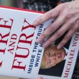 »Fire and Fury« er skrevet af forfatteren Michael Wolff, og handler om Donald Trumps første år ved magten. Bogen er fyldt med personlige beskyldninger mod Donald Trump, og en af de centrale kilder er Steve Bannon. AFP PHOTO / ANDREW CABALLERO-REYNOLDS