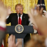 Trump gik torsdag ud i sit mest markante angreb på pressen til dato - alligevel ville mange gerne stille spørgsmål. REUTERS/Kevin Lamarque