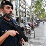 En mand, der er mistænkt for at medvirke ved terrorangrebet i Barcelona, løslades med visse betingelser. Der var ikke tilstrækkkelige beviser mod manden, til at retfærdiggøre en fortsat varetægtfængsling. Sikkerheden i Barcelona har været på et forhøjet niveau siden angrebet, hvor adskillige mennesker blev kørt ned på en befolket gade.