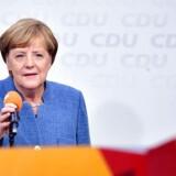 Kansler Angela Merkel skal nu forsøge at skabe fælles fodslag mellem sit konservative CDU, det liberale FDP og De Grønne i den såkaldte Jamaica-koalition, der aldrig har været prøvet i Forbundsdagen.