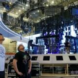 Arbejdere forbereder scenen ved Eurovision Song Contest 2017 i Kiev.