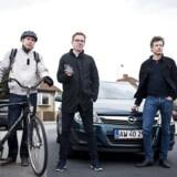 Lidt i 8 onsdag morgen på en villavej i Vangede. Fra venstre er journalisterne Lars Henrik på cykel, Jonas med S-tog og Peter i bil klar til at dyste om, hvem der kommer først på arbejde i Pilestræde i København K.