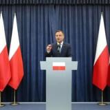 Polens præsident Andrzej Duda har trodset sin egen partiformard ved at nedskyde den polske regerings omstridte justitsreformer