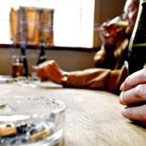 Danskerne er nordiske mestre i at ryge cigaretter og drikke alkohol. 21 procent er daglige rygere mod mellem 12 og 18 procent i de øvrige nordiske lande. Foto: Claus Fisker, Scanpix
