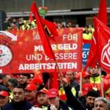 Den store tyske fagforening IG Metall i den sydlige delstat Baden-Württemberg siger, at den har anbefalet dens ledelse til at opfordre til strejker fra mandag.