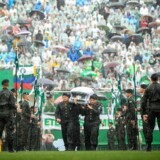 epa05658228 Members of the Brazilian Army carry the coffins of Chapecoense soccer team members and other Brazilians, who died in a plane crash in Colombia, during a funeral ceremony at the Arena Conda stadium, in Chapeco, Brazil, 03 December 2016. 19 members of Brazilian first division soccer team Chapecoense died along with other 52 passagers aboard the aircraft that crashed in Colombia on 29 November 2016. EPA/FERNANDO BIZERRA JR