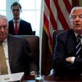 Den amerikanske udenrigsminister Rex Tillerson ved siden af præsident Donald Trump.