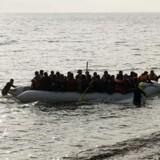 Stille vejr i påsken betød at over 8000 migranter blev sendt afsted på både over middelhavet, og samlet op af kystvagten. Her ses en båd i Grækenland.