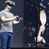 Facebook-topchef Mark Zuckerberg har nu også sin egen tidsenhed - opfundet for at gøre bl.a. VR-oplevelsen bedre, når han tager sine Oculus-briller på. Arkivfoto: Glenn Chapmann, AFP/Scanpix