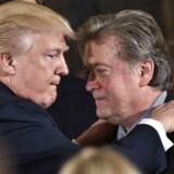 Donald Trump sammen med sin toprådgiver og tidligere Breitbart-chef, Steve Bannon.