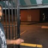 Politiet har bedt folk i bydelen ved navn Seminole Heights om at være særligt på vagt og om ikke at gå ud på egen hånd om aftenen. Her ses en af beboerne i området.